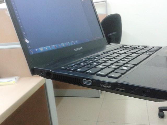 Không nên di chuyển Laptop khi máy đang hoạt động với cường độ lớn, có thể làm mất dữ liệu