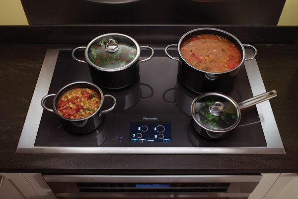 Khoảng cách giữa các lò nấu đủ để đặt nhiều nồi cùng một lúc