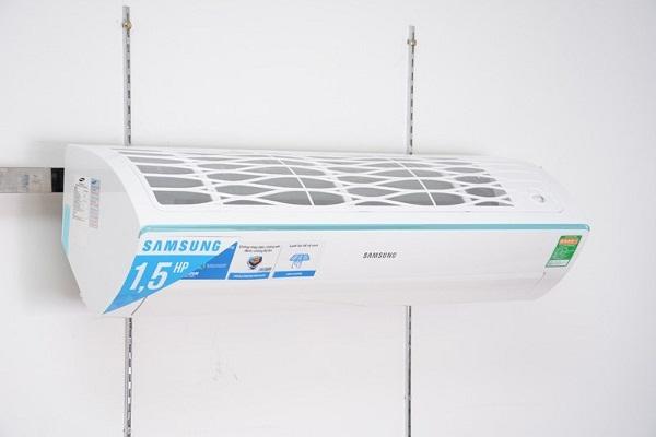 Máy lạnh Samsung AR12HCFSSURNSV 1.5 HP