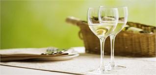 Rượu trắng và công dụng bất ngờ cho bà nội trợ