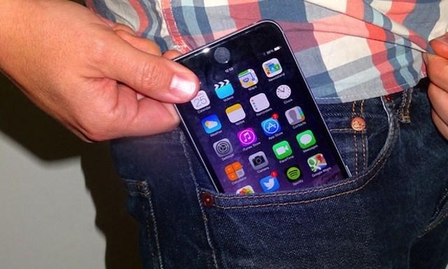 Biển quảng cáo iPhone 6 khổng lồ bị cong, vô tình hay cố ý?