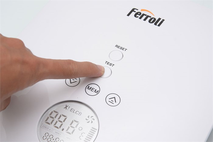 Máy nước nóng Ferroli DIVO SND có hệ thống cảm biến nhiệt bảo vệ an toàn người dùng