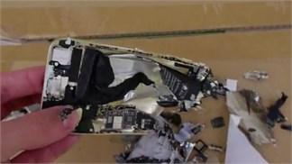 Thứ gì đã khiến một chiếc iPhone 6 'nát như tương' thế này?