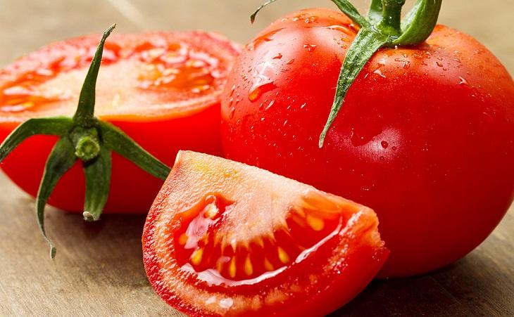 Cà chua hay bơ đều là thực phẩm không phù hợp với nhiệt độ trong tủ lạnh