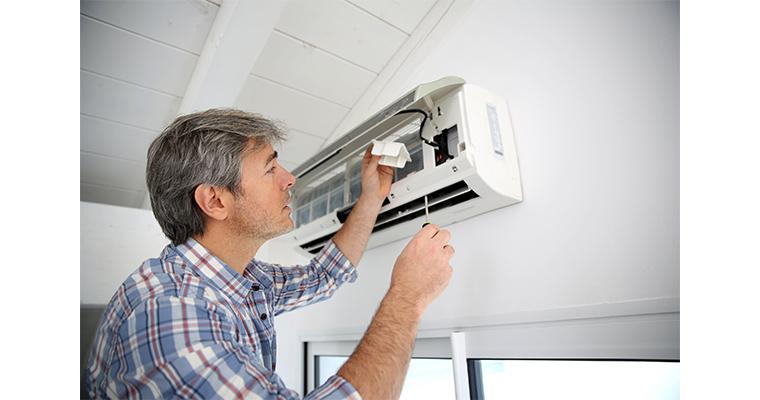Máy lạnh cũ thường xuyên phải sửa chữa, tốn nhiều chi phí