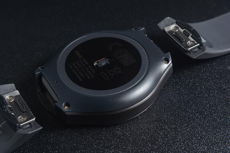 Samsung Gear S2 Sport sử dụng vi xử lý Exynos 3250, RAM 512 MB