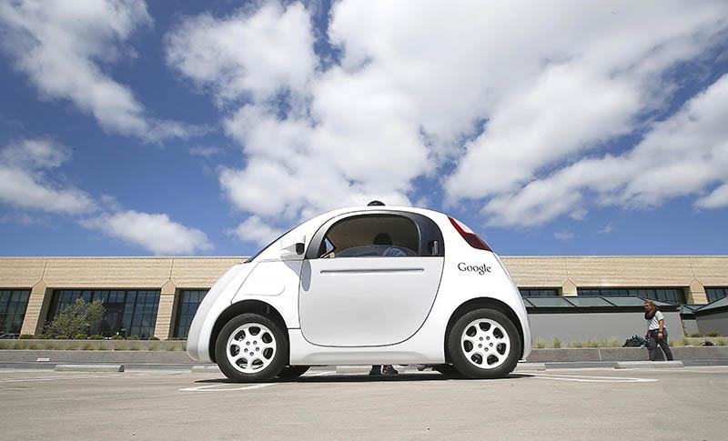 Xe hơi không người lái của Apple và Google khiến Daimler bất ngờ