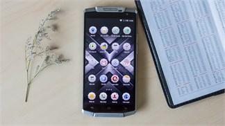 """Trên tay smartphone """"chiến binh"""" với viên pin lớn nhất Thế giới"""