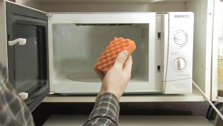 Tại sao thức ăn nấu lâu trong lò vi sóng vẫn không chín?