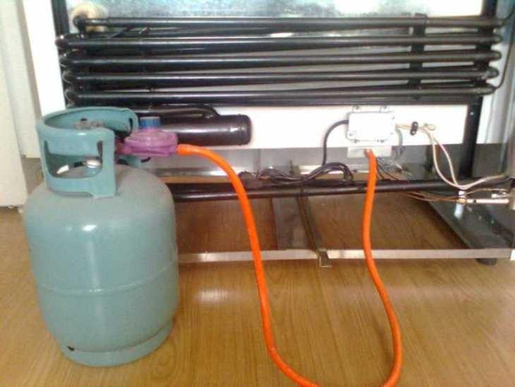 Thay gas định kỳ để tủ hoạt động bình thường