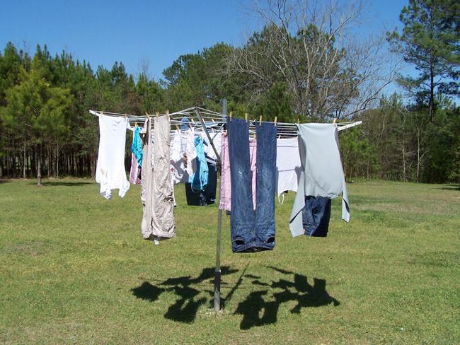 Phơi ngược quần áo
