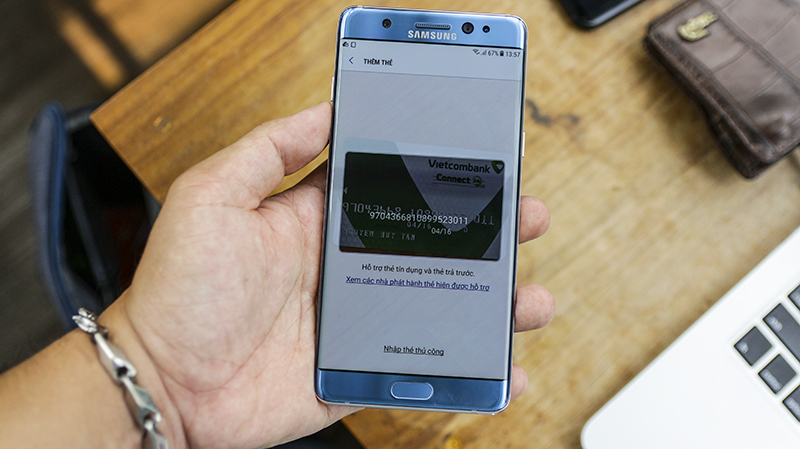 So sánh Galaxy Note FE và iPhone 6S Plus