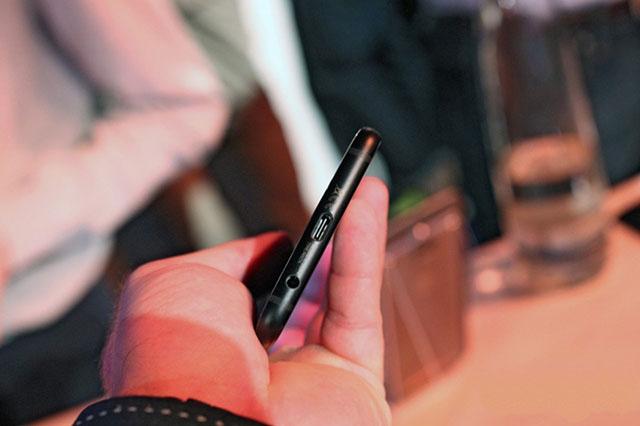 Motorola Moto X4 cũng sở hữu cho mình USB Type C thời thượng
