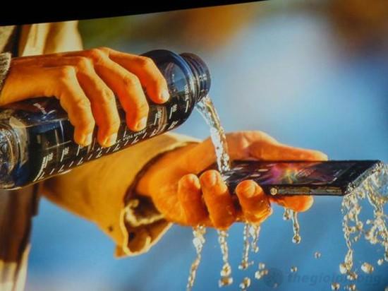 Sony Xperia Z với khả năng chống thấm nước