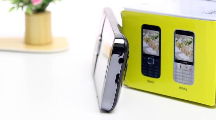Q-mobile Q320 Design