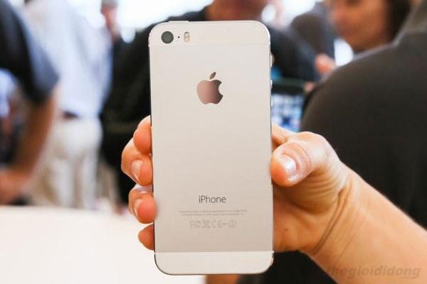 Màn hình Iphone 5S chỉ 4 inch nhưng cầm sẽ rất vừa tay