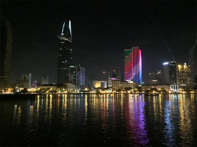 Ảnh chụp buổi đêm quang cảnh thành phố (Ảnh: Phan Trai Úc)