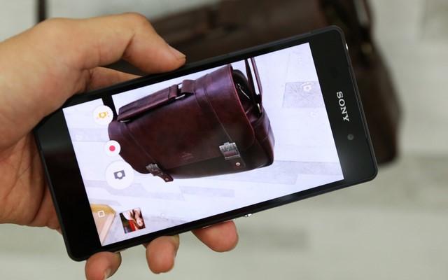 Giao diện chụp ảnh camera chính 20.7MP mang lại hình ảnh rực rỡ nhưng trung thực, có chiều sâu.