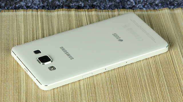 Tổng thể của Galaxy A5 khá vuông vức
