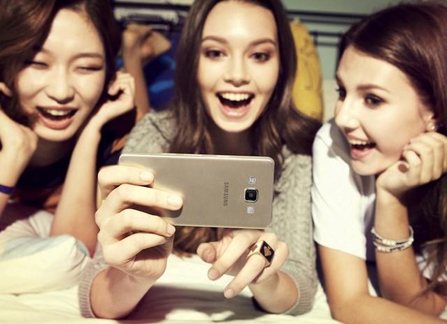Máy có nhiều tính năng selfie kèm theo