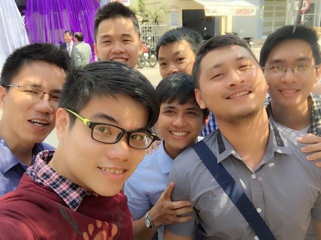 Camera trước 1.2 MP cho góc chụp rộng để chụp hình với nhóm bạn (Ảnh: Ken Ken)
