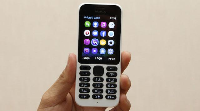 Chính sự đối lập màu sắc giữa bàn phím với thân máy tạo nên sự nổi bật của máy so với các dòng máy Nokia khác