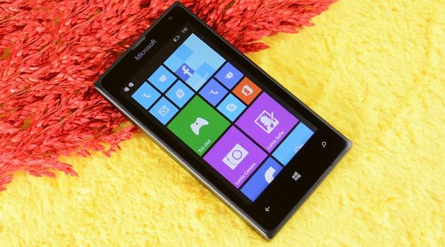 Thiết kế có ngoại hình tương tự như Lumia 532