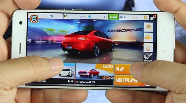 Game Asphalt 8 chơi ở cấu hình cao nhất có thể được chạy tốt trên Xiaomi MI 4