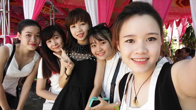Góc rộng trên camera trước cho bạn chụp ảnh với nhiều bạn bè hơn
