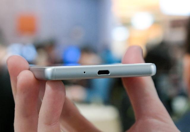 Xperia X vẫn sử dụng cổng kết nối Micro USB