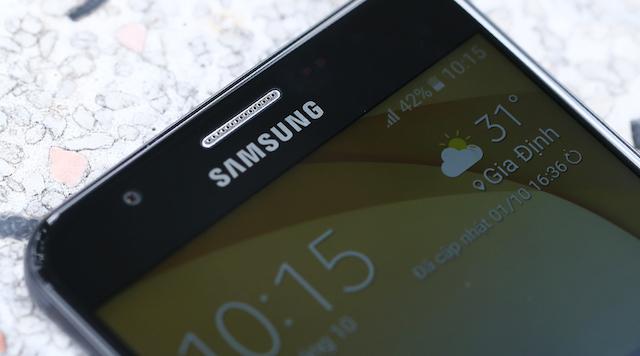 Samsung Galaxy J5 Prime - Cạnh viền màn hình 2.5D tạo sự liền mạch cho máy