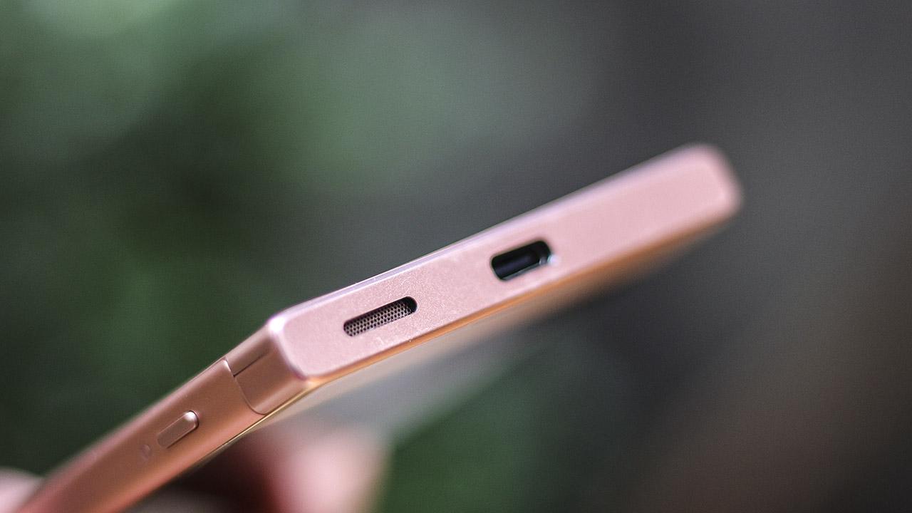 Loa và cổng USB Type C được trang bị ở cạnh dưới