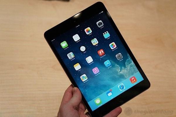 Apple iPad Mini 2 nhỏ gọn, cầm trên tay rất thoải mái