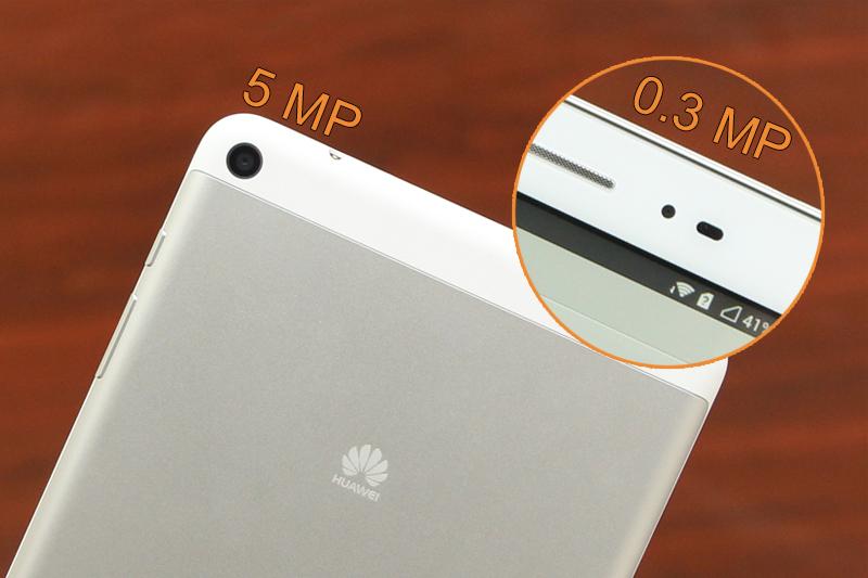 Camera chính với độ phân giải 5 MP và phụ là 0.3 MP