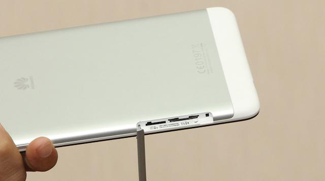 One SIM slot and one MicroSD slot