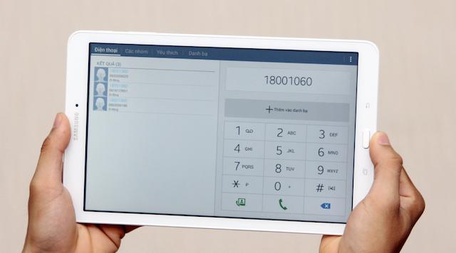 Bạn có thể thực hiện các cuộc gọi hay nhắn tin như một chiếc điện thoại thực sự