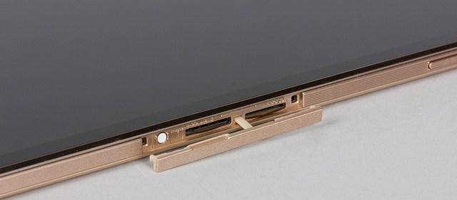 Thiết bị hỗ trợ thêm khe cắm thẻ nhờ cùng khe cắm sim hỗ trợ kết nối 3G
