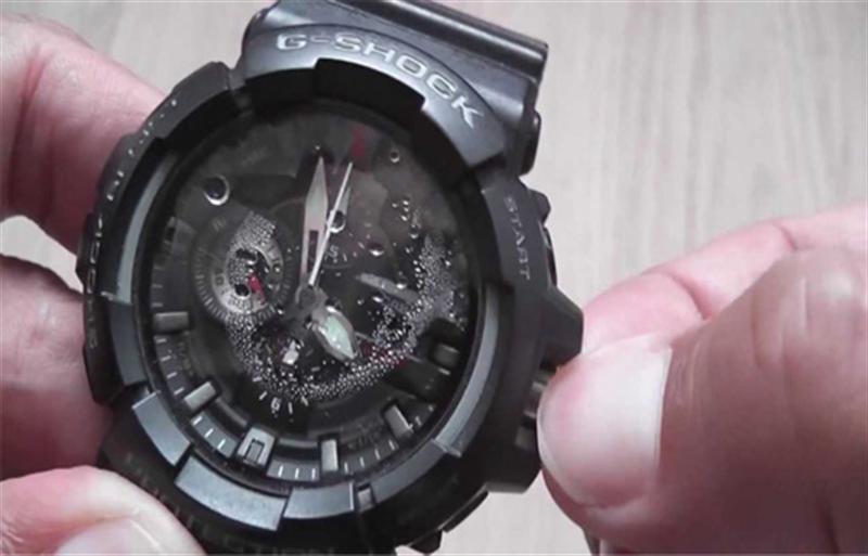 Nguyên nhân đồng hồ bị hấp hơi nước