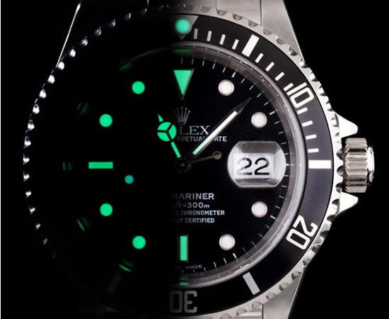 Thời gian phát sáng của đồng hồ dạ quang tùy theo nguồn sạc